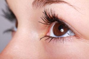 Zapalenie spojówek – jak rozpoznać przyczyny i leczyć