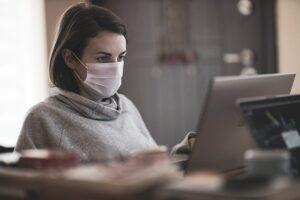 Maseczki ochronne środkiem na powstrzymanie koronawirusa